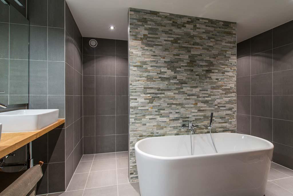 luxe badkamers utrecht: luxe vliegtuigsuite met grohe ondus kranen, Badkamer